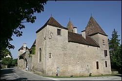Exemple  de maison-forte (château d'Arlay)